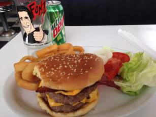 """I was in the """"health food"""" mood. Something to go along with a lettuce and tomatoes. Like fried onion rings and a double cheeseburger. If only the had a Happy Day's promotional glass to pour my drink in....HEY there's one! Ayyyyy!"""