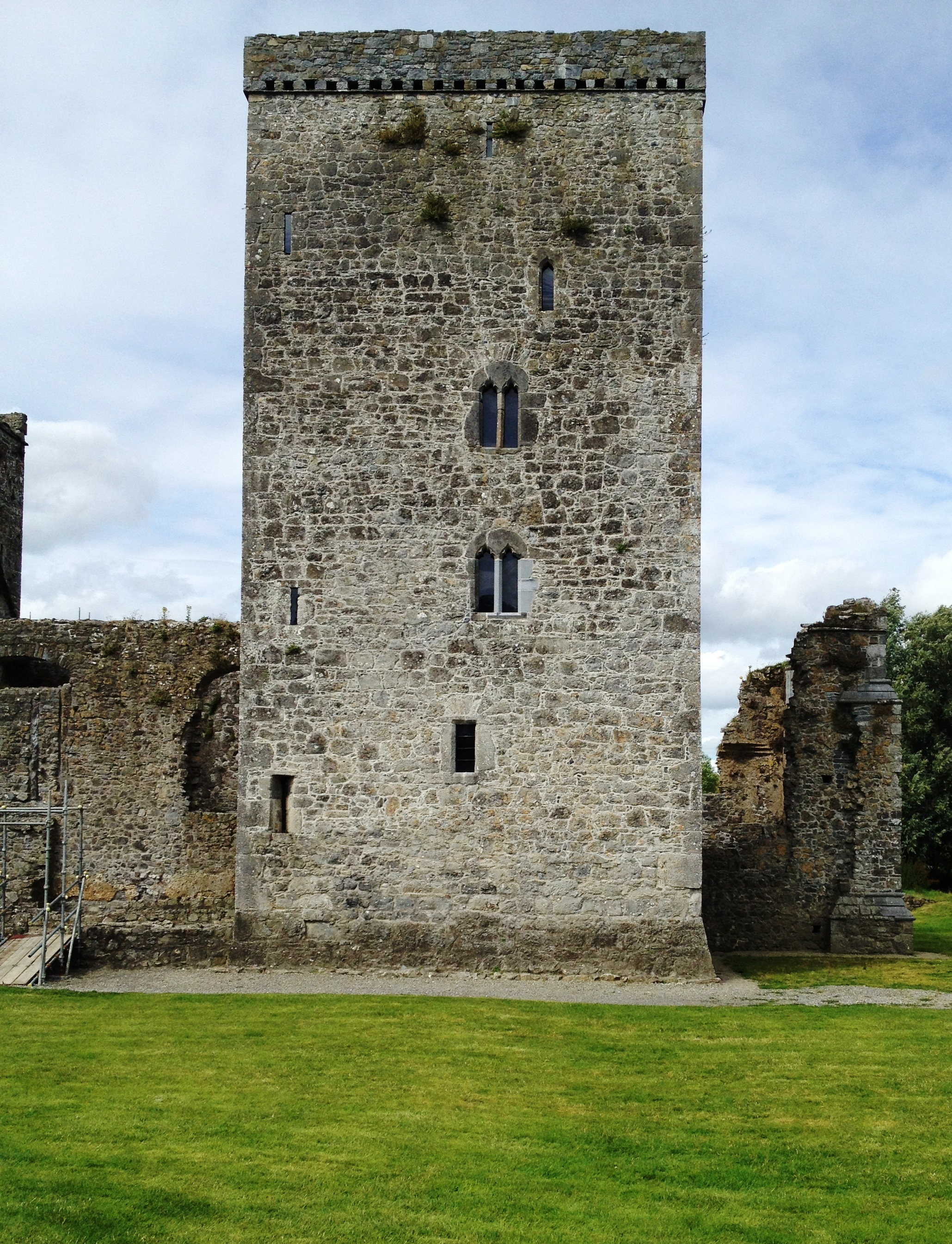 Galway to Kells - 5 ways to travel via train, bus, and car