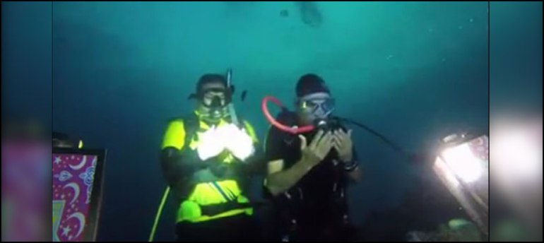 Three Pakistani Divers Break Their Fast And Prayed Under The Deep Sea 2