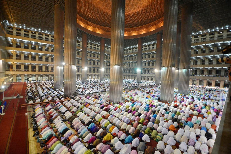 beautiful mosques indonesia
