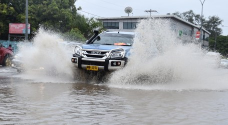 Flood turn vehicles into boat-like