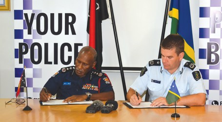 SI-PNG POLICE DEAL