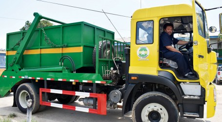 New compactor and skip bin trucks for HCC