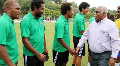 PM applauds football stars; assure gov't support for World Cup
