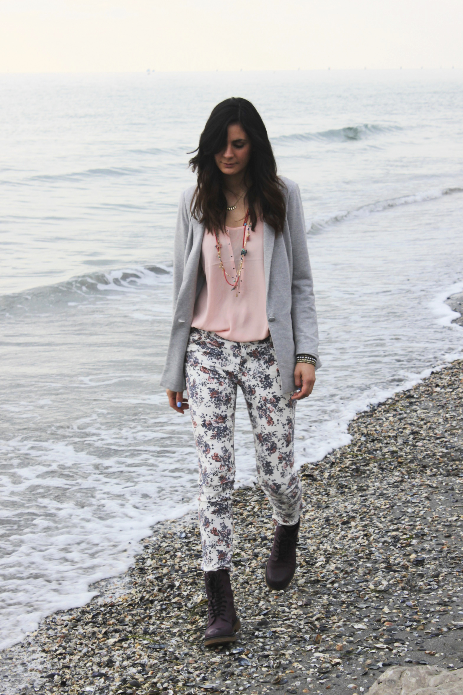 OUTFIT: PRINT PANTS AND GREY ONE BOTTON BLAZER