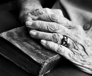 old-hands-bible2