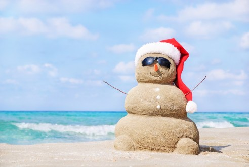 Holiday_Sand_SnowMan_SantaHat_BeachScenes2