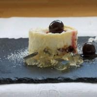 Amarena cherry cheesecakes with lemon jelly