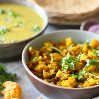 Cauliflower, potatoes and carrots vegetable (One pot Indian dish)