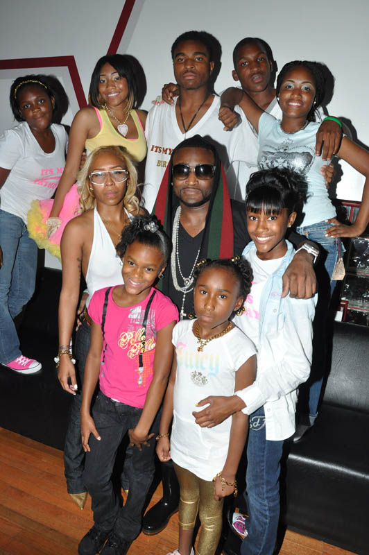 shawty lo kids babies mamas reality show oxygen the jasmine brand Rapper With 11 Kids and 10 Baby Mamas Lands Reality Show [Video]