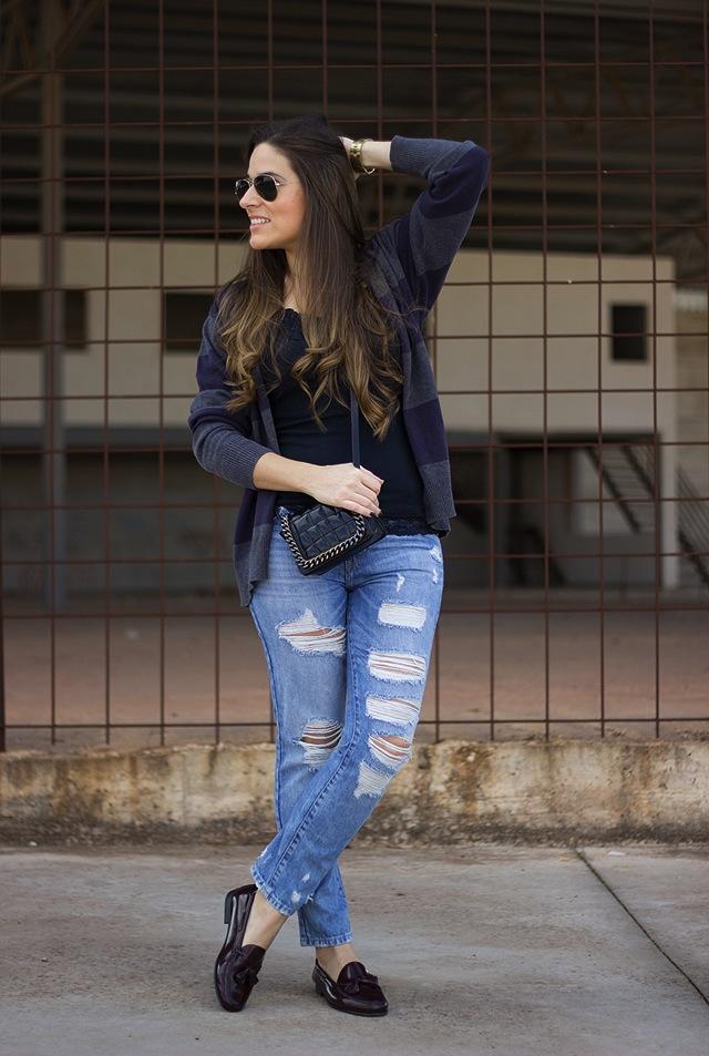 red-nails-ladies-boyfriend-jeans