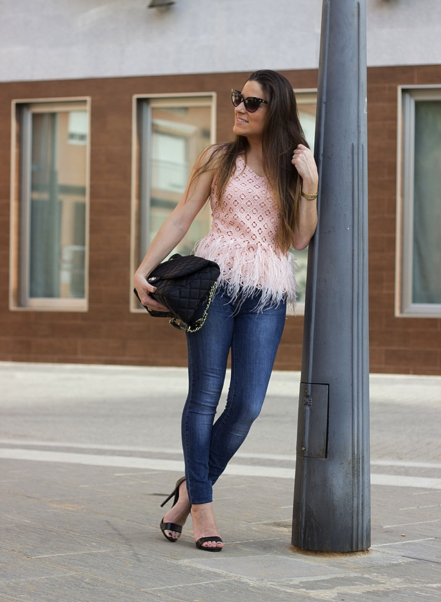 red-nails-ladies-jeans