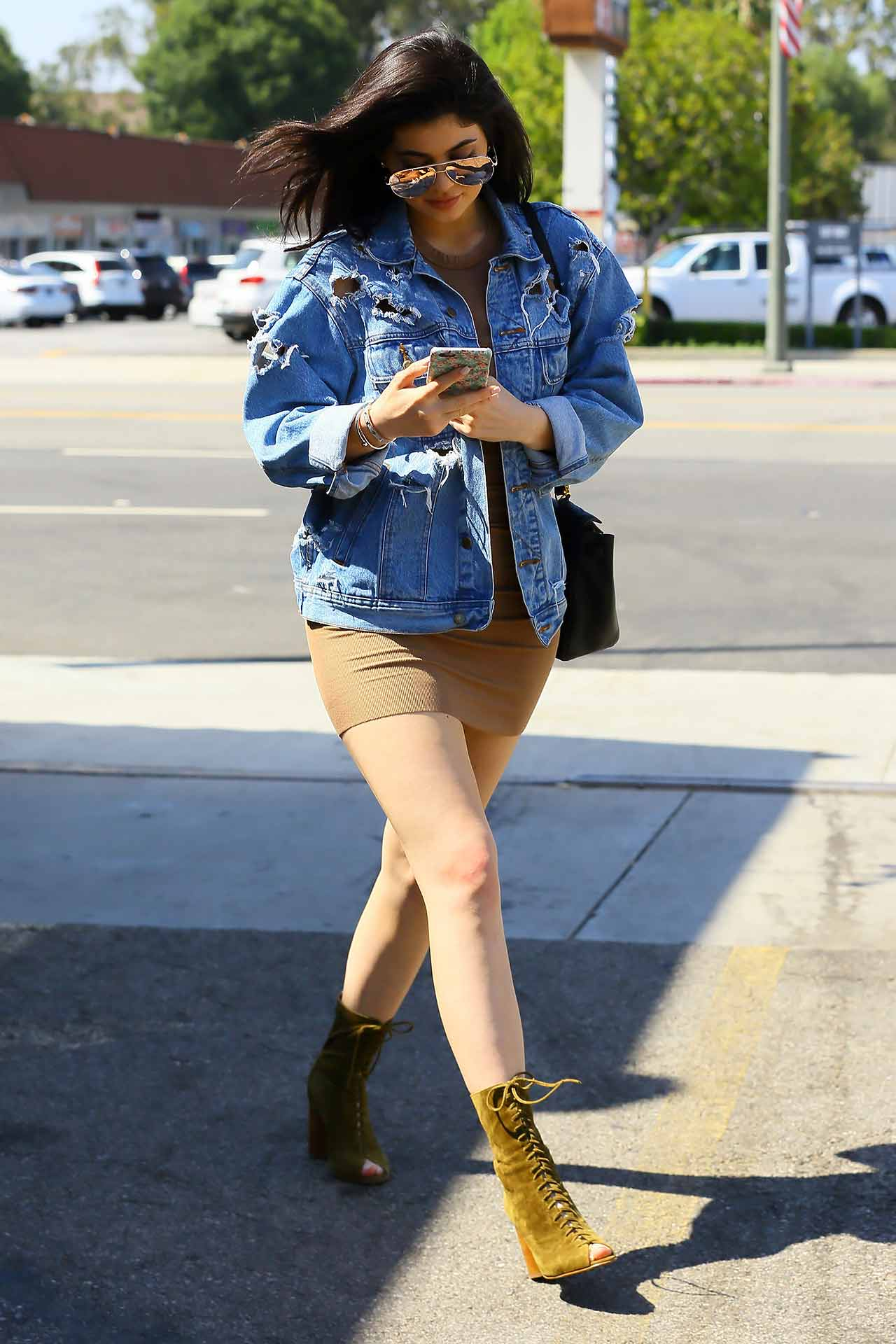 kylie-jenner-ripped-distressed-denim-jacket