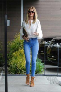 Rosie Huntington-whiteley Wears Paige Hoxton Jeans