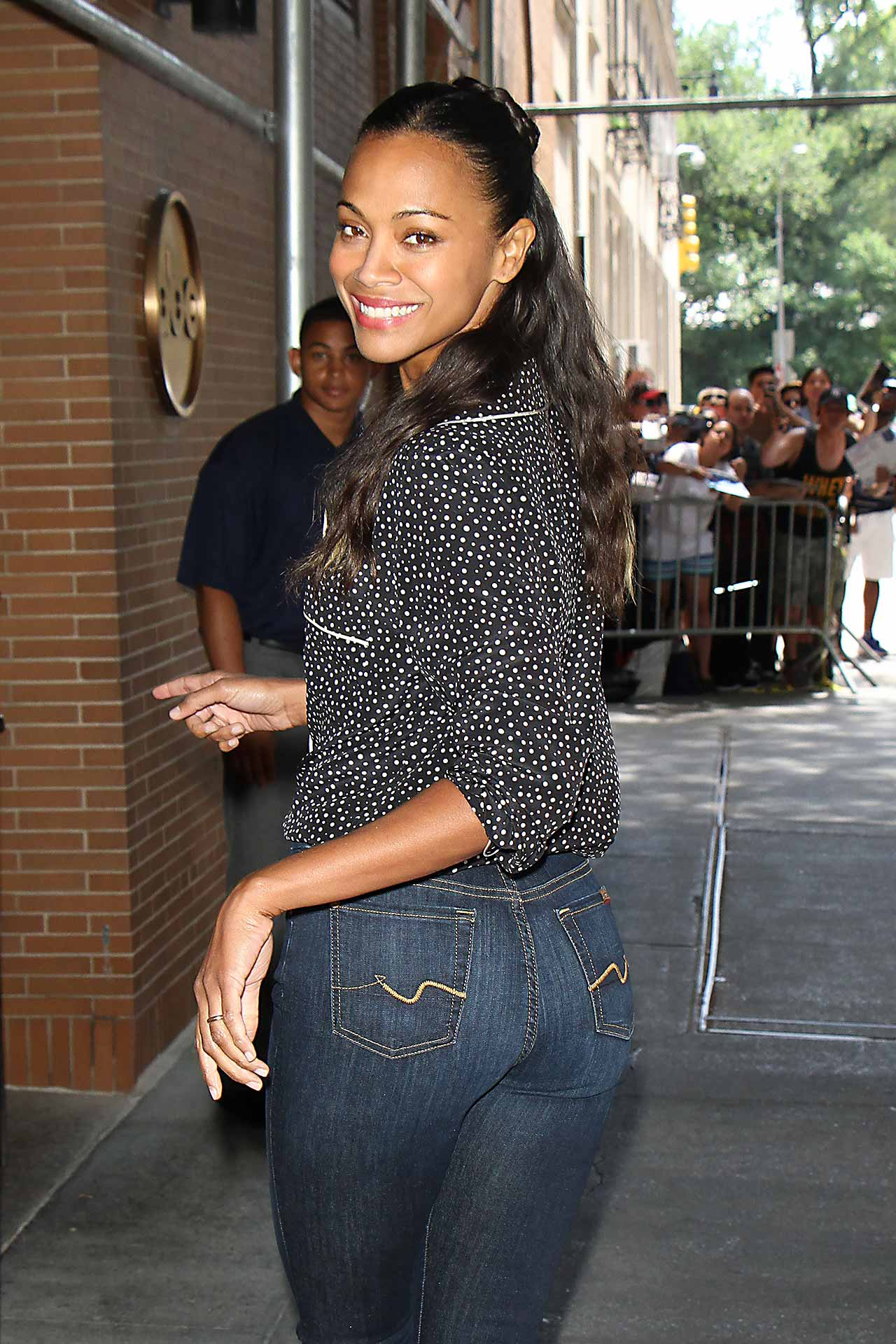 zoe-saldana-7-for-all-mankind-(b)air-denim-jeans