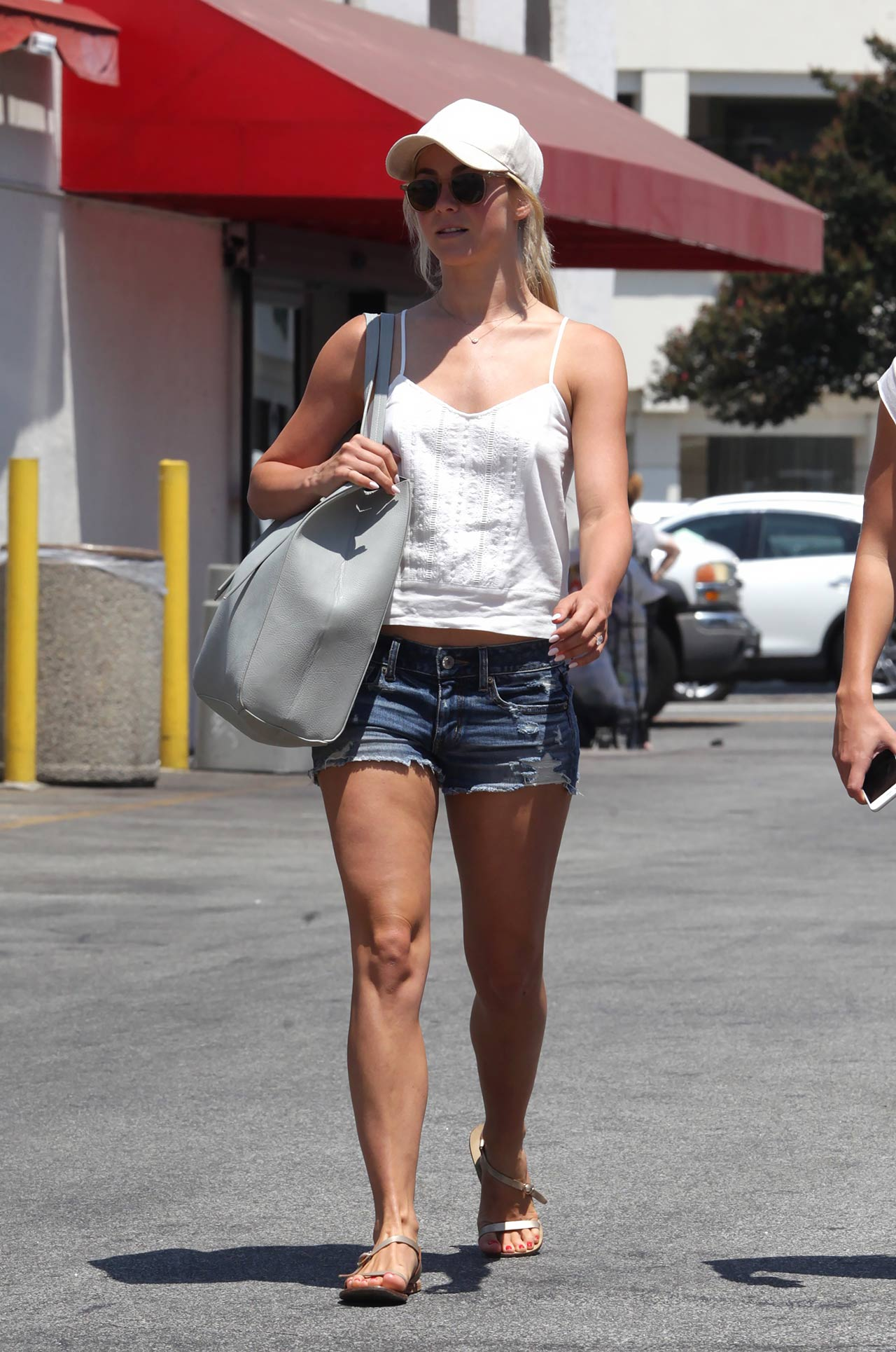 julianne-hough-american-eagle-denim-shorts-2