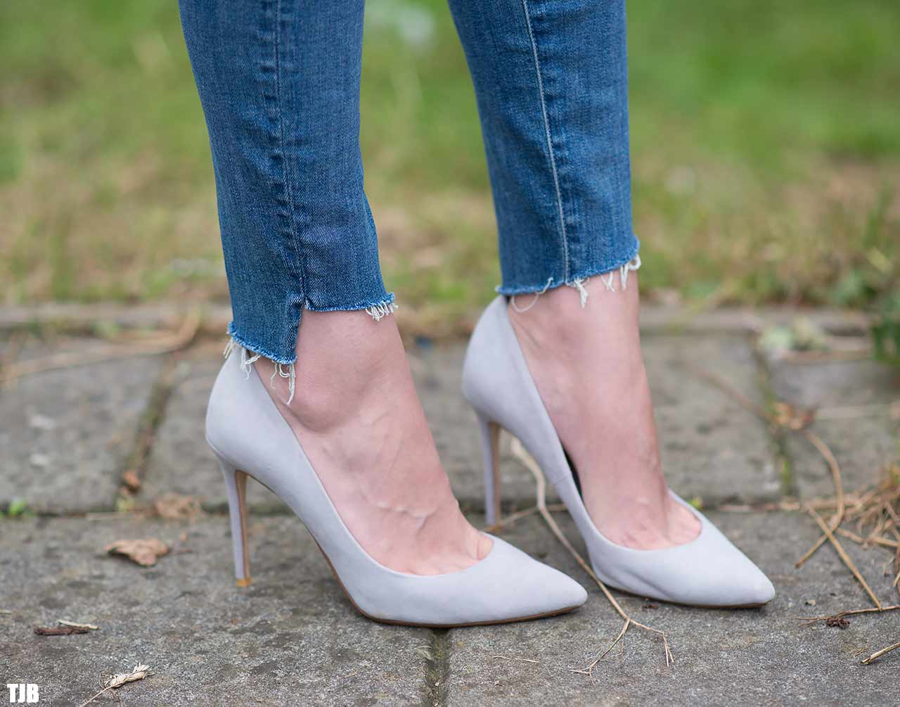 MOTHER The Stunner Zip Ankle Step Fray Jeans In Good Girls Do Review HEM