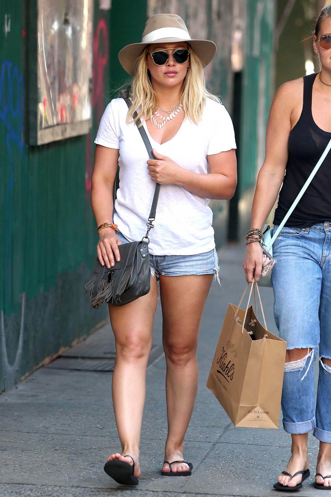hilary-duff-levis-denim-shorts