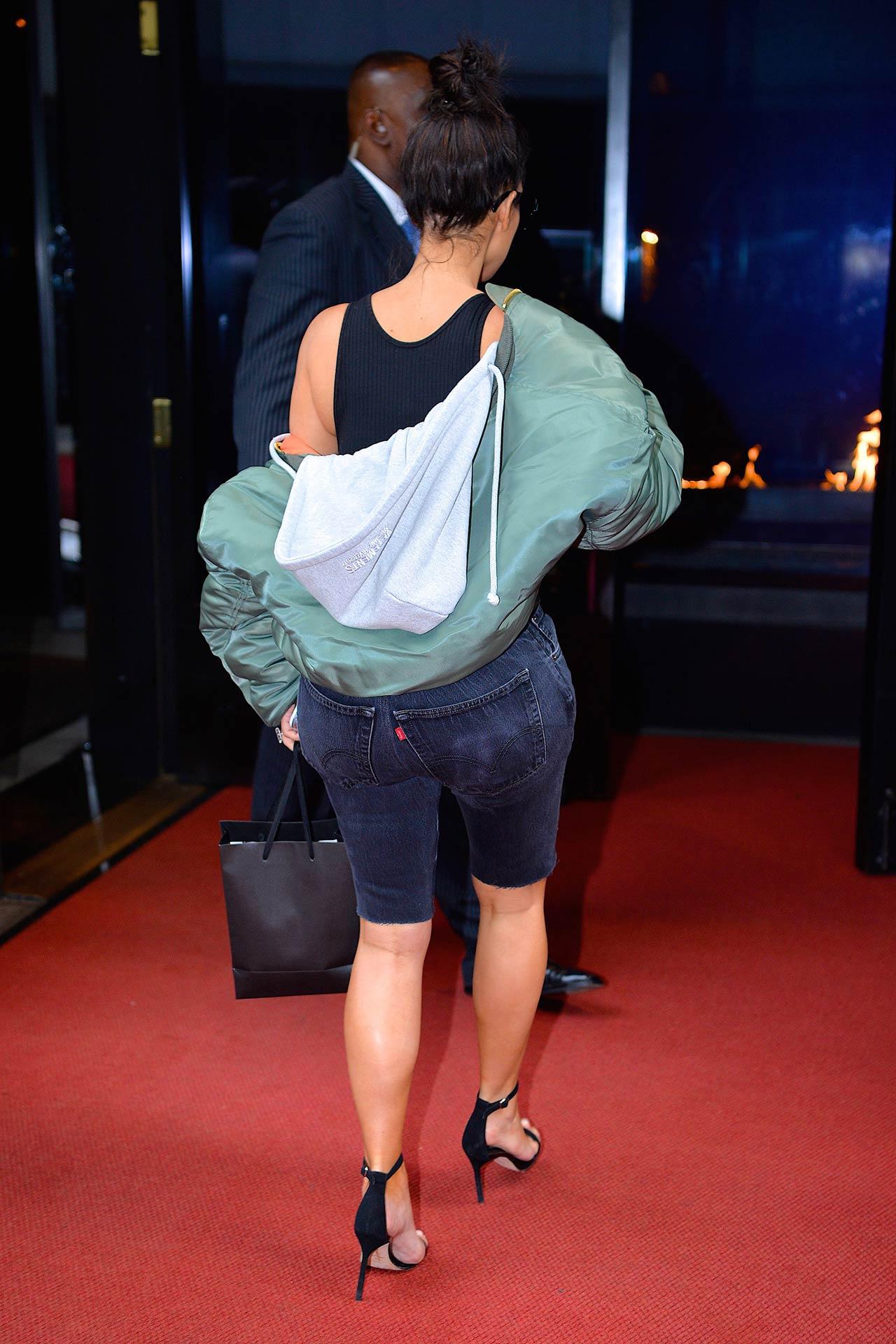 kim-kardashian-levis-long-denim-shorts