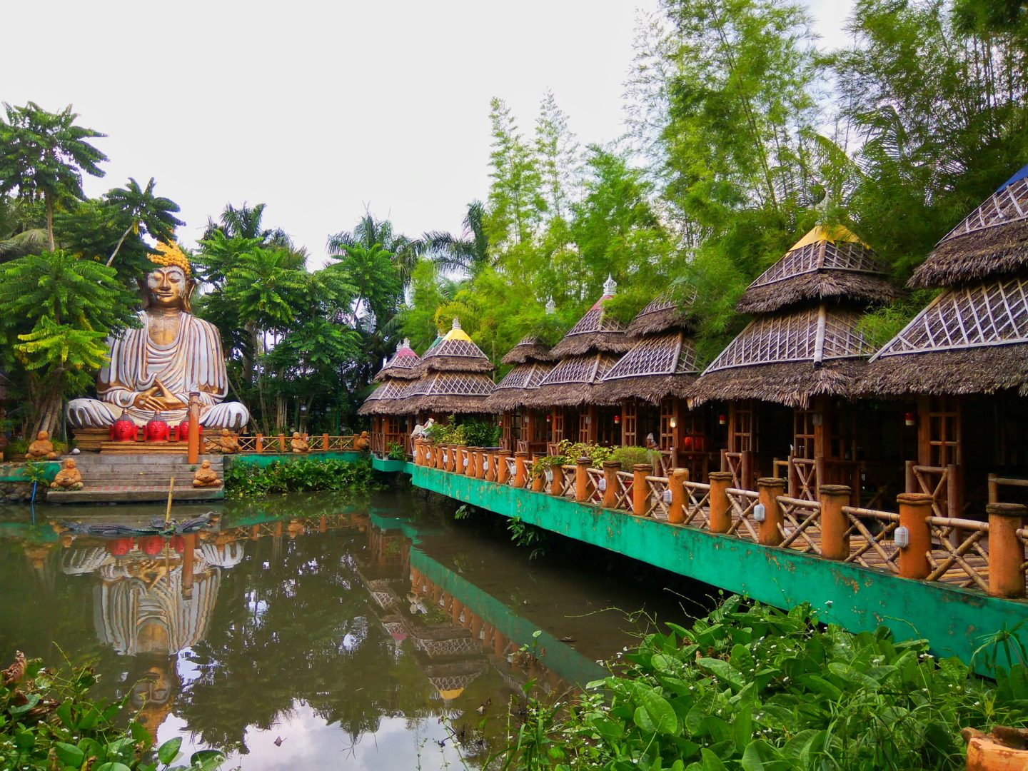 Thailand Feels In Laguna Isdaan Floating Resto Fun Park 2 Hours Away From Manila The Jerny