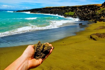 8 Best Big Island (Hawaii) Activities - http://thejerny.com - Green sand beach (Papakōlea)