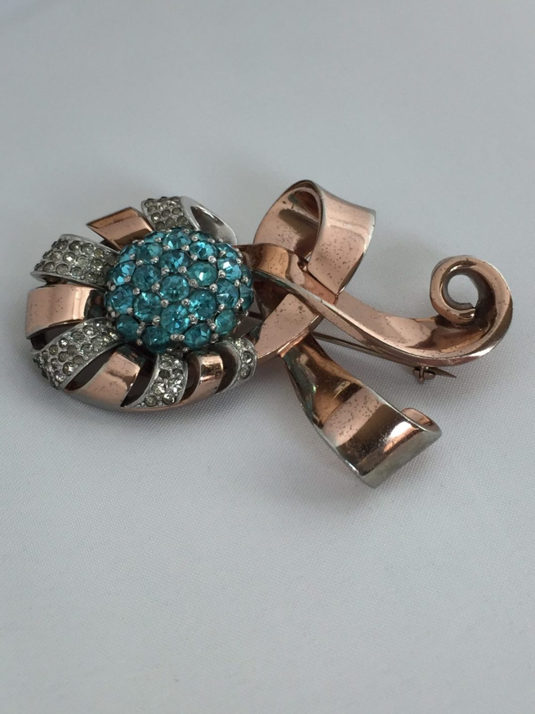 Pennino Gilt Metal Ribbon Brooch Exquisite Design and Detail