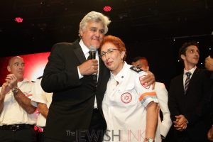 AFMDA-Jay-Leno-with-Neomi-Zvi-first-full-time-Israeli-female-paramedic-resized.-Photo-by-Michelle-Mivzari