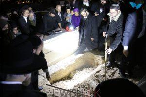 Picture  Credit: Hillel Maeir, Tazpit News Agency. Keren's grave being dug.