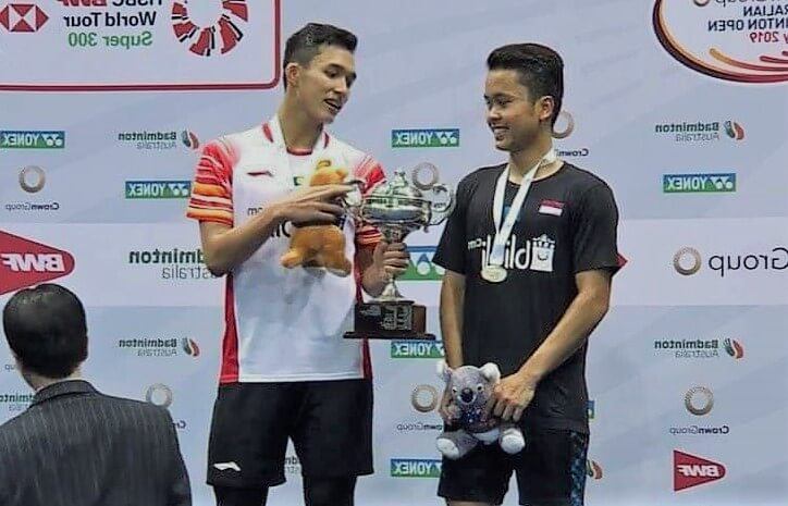 Australian Open 2019 Finals | JoJo Give Trophy to Ginting