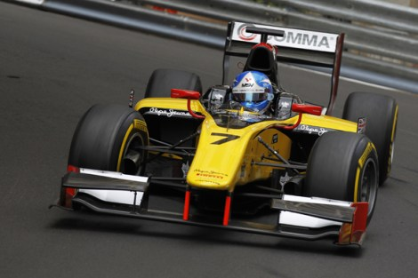 Jolyon Palmer in the much less complex DAMS GP2 car - Notice the basic front wing