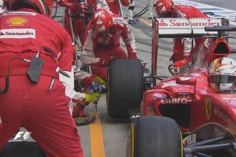 Vettel-Ferrari-Pit-Stop-Austria-2015-1