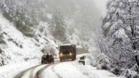 Snowfall, rains in Kashmir valley on second straigth day