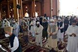 Friday prayers offered at Jamia Masjid, Srinagar after 3 months