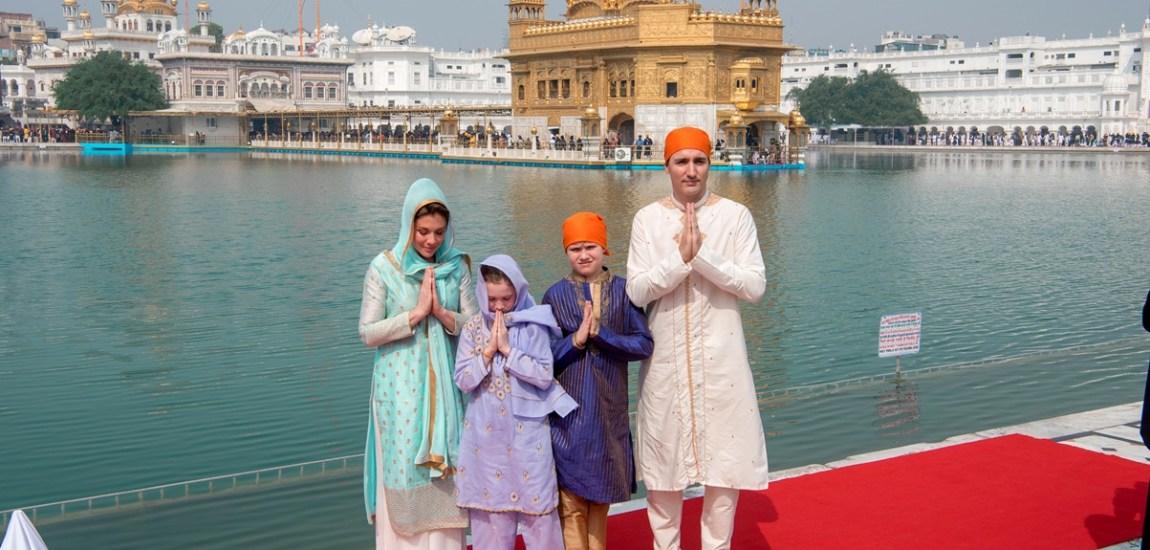 Canadian PM prays at Golden Temple, makes rotis