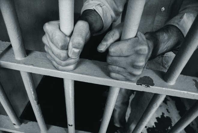 2 drug peddlers held with ganja