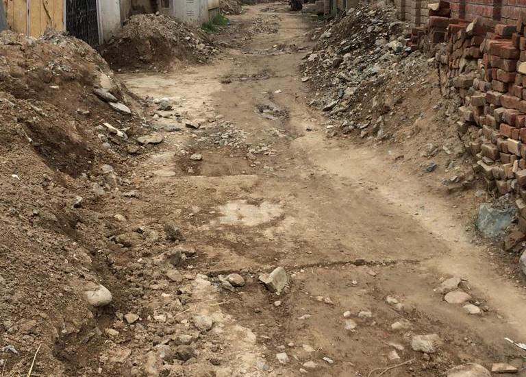 Muqaddam Mohalla-Batapora road in shambles, locals suffer