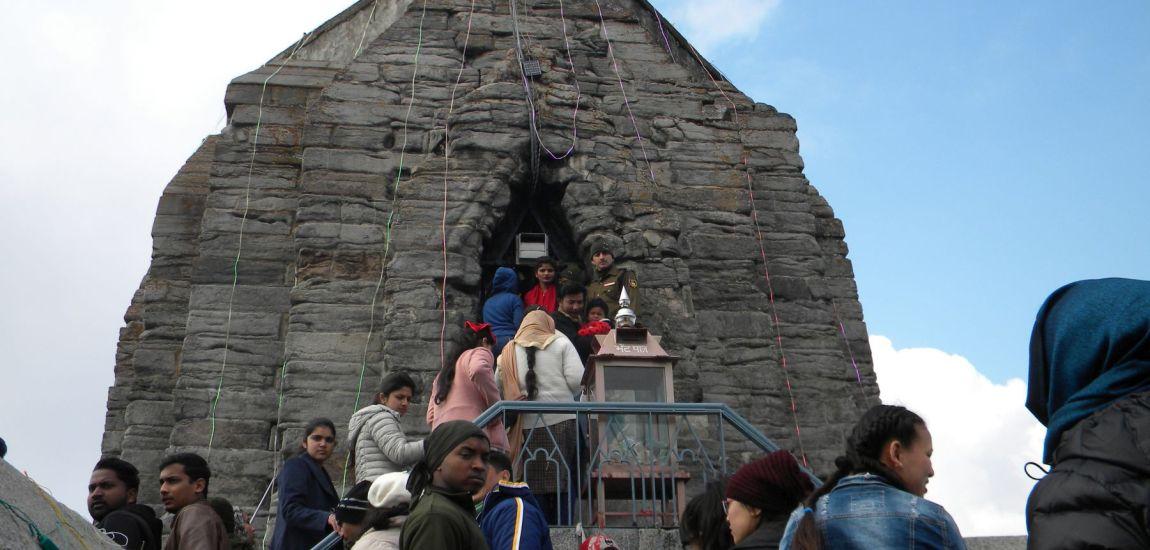 Devotees throng Shankar Achariya Temple in Srinagar…