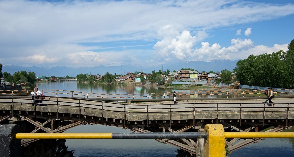 Three-decade-old Bridge collapses in Sopore