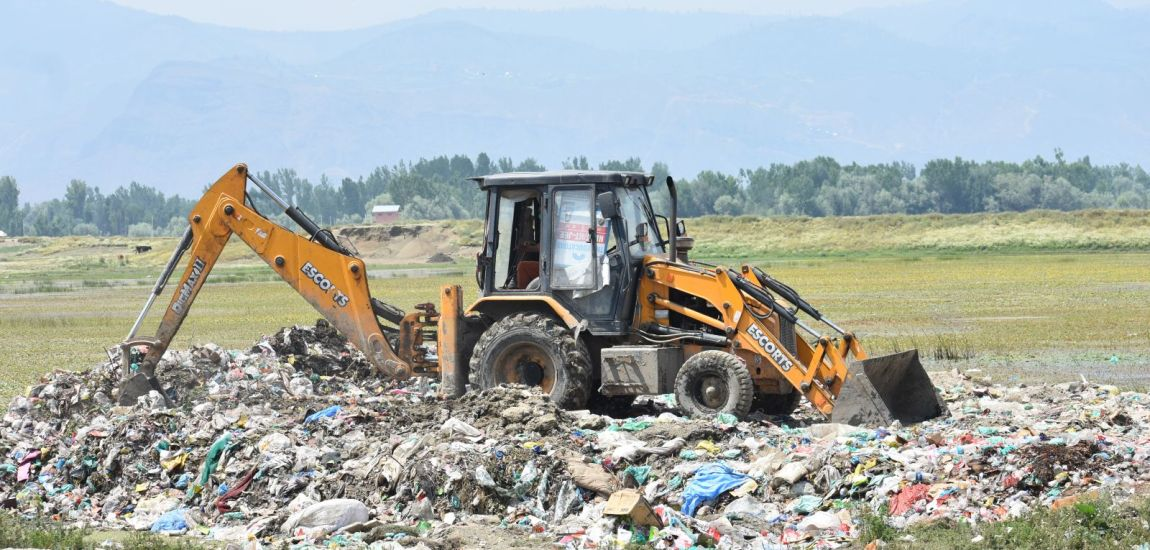 HC issues notice to GoI, local authorities on dumping of solid municipal waste in Wular lake