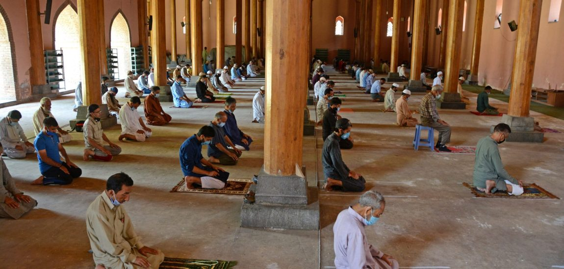 Following the SOP regarding Covid-19 strictly, Muslims offer prayers at …