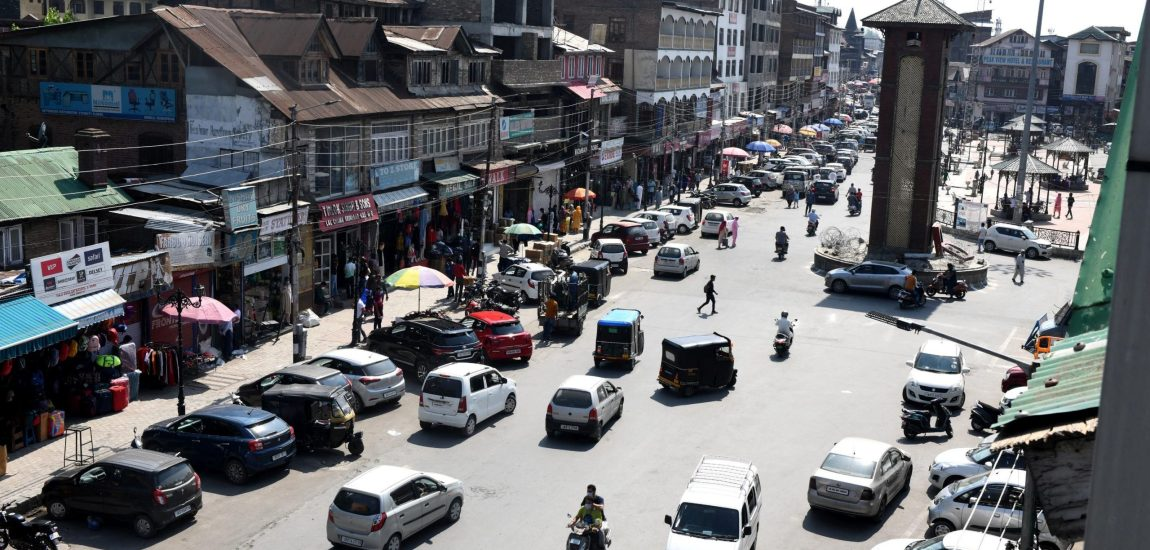 Road, streets and market places in Srinagar remained abuzz with activity Monday…