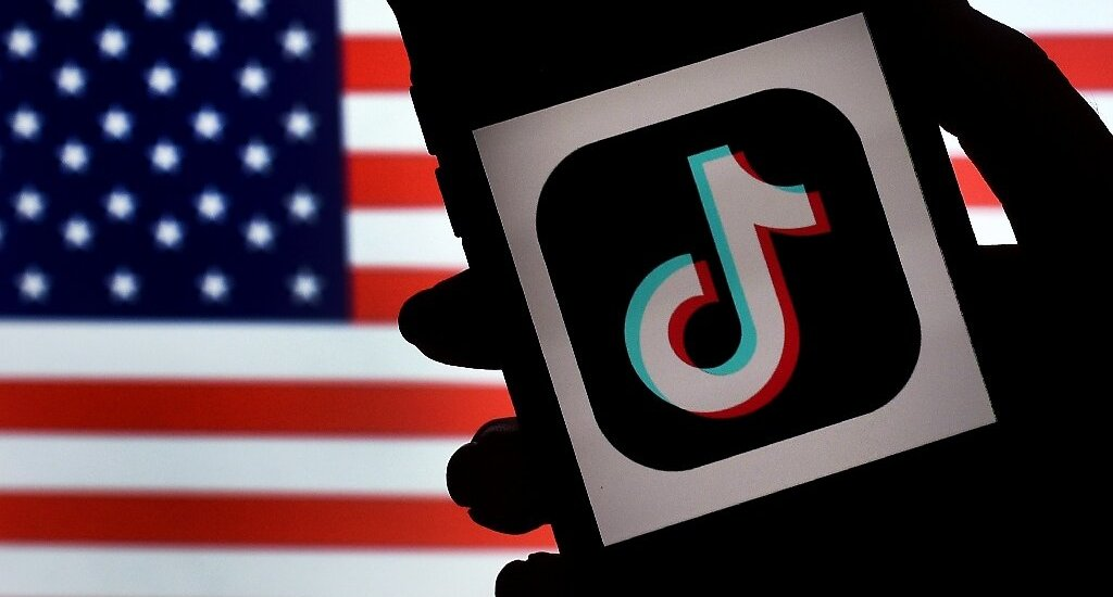 Trump signs executive orders banning Chinese apps TikTok & WeChat; cites India's action