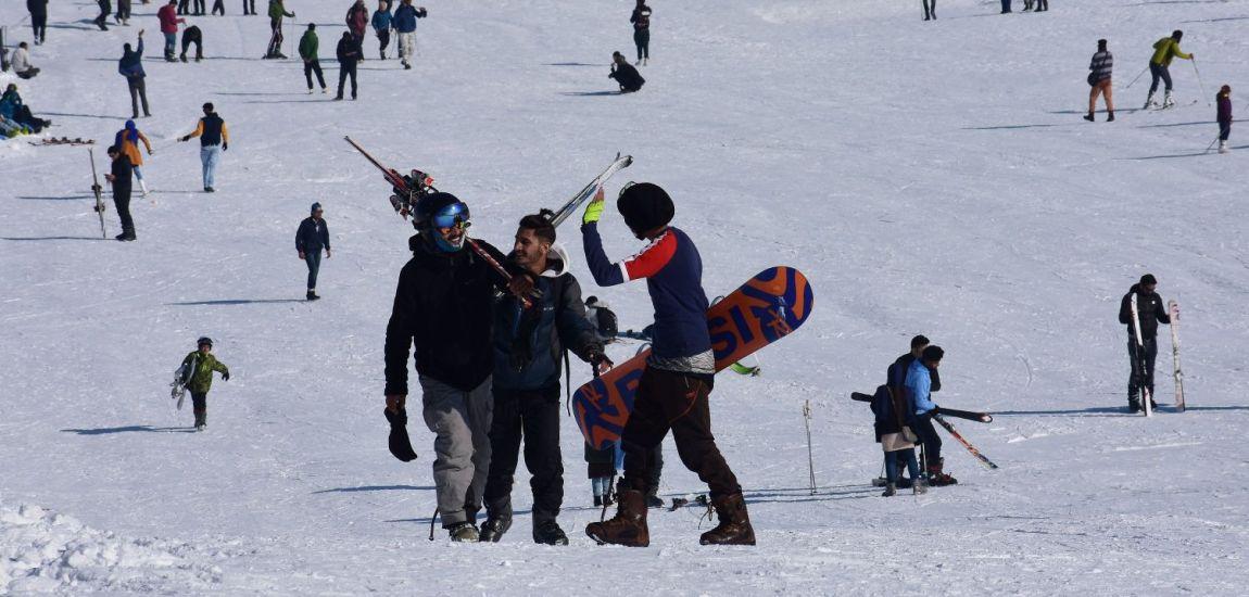 Waiting for fresh snowfall, skiers in Gulmarg enjoy…