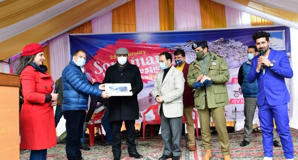 Advisor Baseer Khan inaugurates Sonamarg winter festival