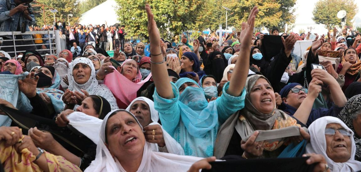 Thousands converge at Hazratbal for prayers on Friday following Eid-e-Milad