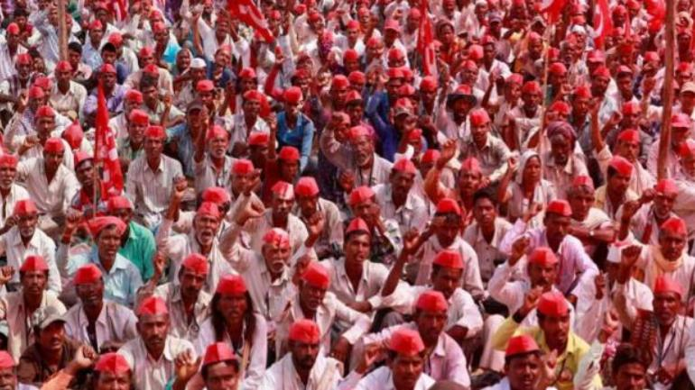 Thousands of farmers storm Parliament Street, demand end to agrarian crisis