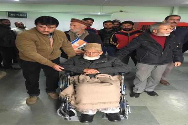 Geelani hospitalised, undergoes minor eye surgery