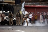 Violent clashes erupt in Sopore, one injured, shifted to SMHS
