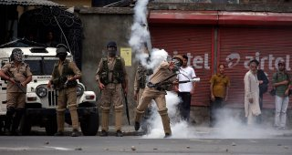 Scores injured as clashes against Musa's killing rock Kashmir amid curfew