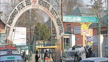 Doctors enjoying political, bureaucratic patronage at DH, MCH Anantnag, not transferred for a decade